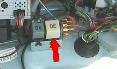 El relay de la bomba de gasolina se calienta